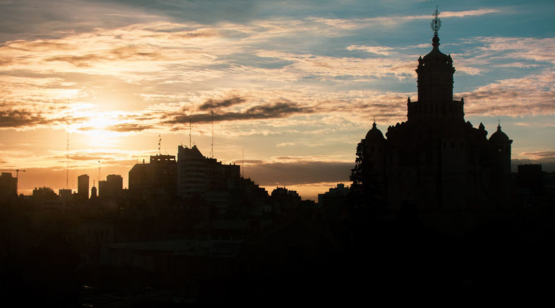 Catedral y Amanecer Amanecer Backlight Catedral Cathedral Architecture Built Structure Cielo Contraluz Dawn Religion Sky Spirituality Tower The Street Photographer - 2018 EyeEm Awards
