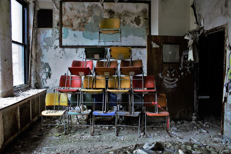 Abandoned chairs in the room