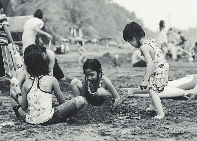 another busy day at the beach😎🌴 Kids Enjoying Life Island Life Philippines Outdoor Children People Of The Oceans Quezon Province Travel Photography Fresh On Eyeem  Beach Bummin Candid Photography Black And White Photography Feel The Journey Eyeem Philippines