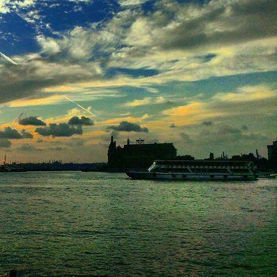 Gokyuzu Sarilacivert ama boyle bir Yağmur tadi var Istanbul semalarinda... kadikoy haydarpasa sky skyporn cloud color hdr turkiye travel ship marmara manzara nature