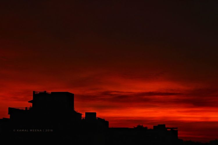 Sunsets are so Beautiful that they almost seem as if we were looking through the Gates of Heaven. -John Lubbock Silhouette Cityscape Sunset Silhouettes Sunset EyeEmNewHere
