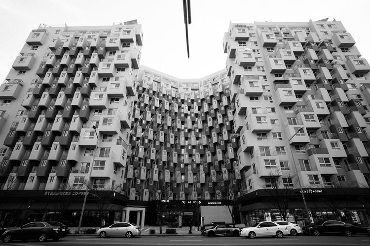 Architecture Building Exterior City Built Structure Mordern Honeycomb Monochrome Black And White Monochrome Photography Seoul, Korea EyeEm Korea Patterns CarlZeiss Batis18mm