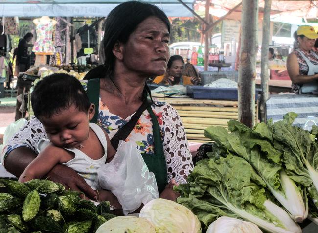 Child Enfant Légumes Maman Marche Market Mum Phuket,Thailand Thailand