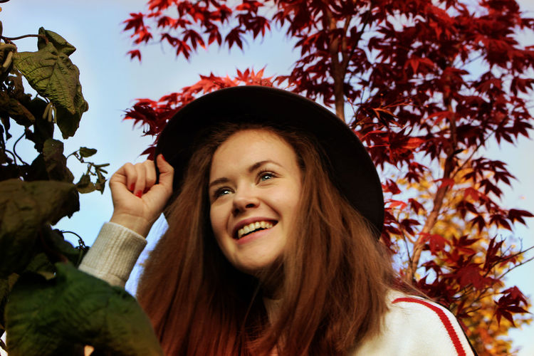 Autumn Casual Clothing Day Fashion Hanging Out Happiness Happiness Happy Hat Headshot Leaf Leisure Activity Lifestyles Looking At Camera Low Angle View Nature One Person Outdoors Outside Portrait Real People Smiling Tree Young Adult Young Women Live For The Story The Portraitist - 2017 EyeEm Awards The Great Outdoors - 2017 EyeEm Awards Mix Yourself A Good Time