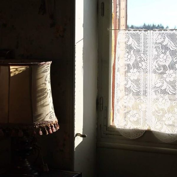Atmosphere Ambiance Vieillot  Old house photooftheday instadaily photo lamp window light jura