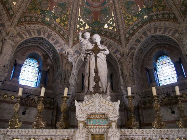 Altar Angel Arch Architecture Art And Craft Belief Building Built Structure Ceiling Creativity Female Likeness Human Representation Indoors  Low Angle View Male Likeness Mural No People Ornate Place Of Worship Religion Representation Sculpture Spirituality Statue