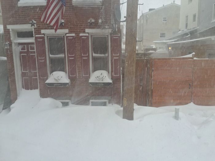 It's actually getting worse outside!! Blizzard2016 Snow ATouristInMyOwnCity ScenesFromTheStreet TheSidewalksOfTheCity