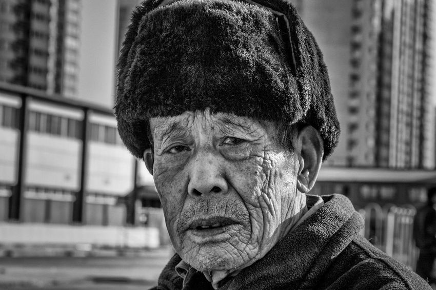 Portrait One Person Mature Adult Real People Close-up The Week On EyeEm Black & White Chinese Cultures Beijing China Photos Pekin Beijing, China Travel One Man Only Black And White Photography Blackandwhite Photography Bnw_collection China. EyeEmNewHere The Portraitist - 2018 EyeEm Awards