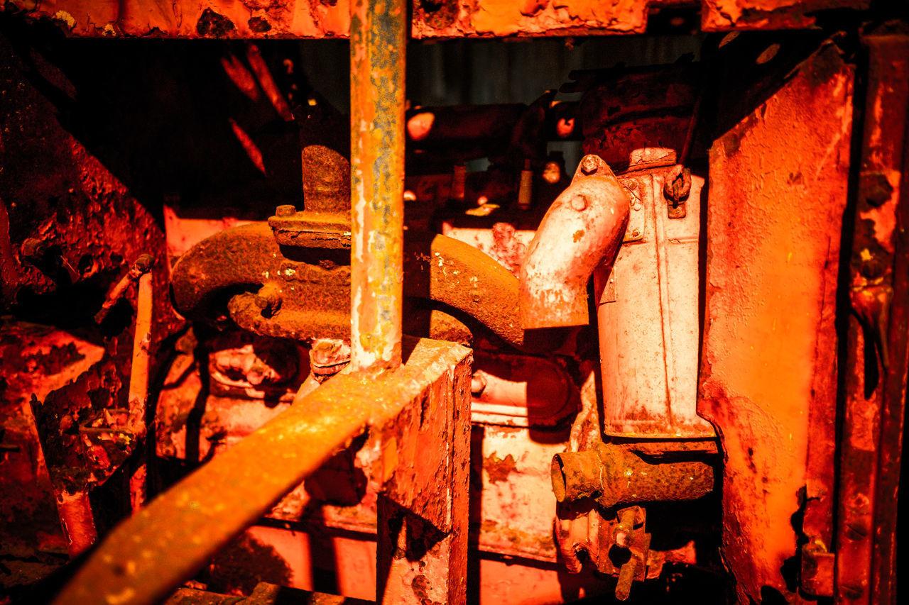 CLOSE-UP OF OLD RUSTY MACHINE
