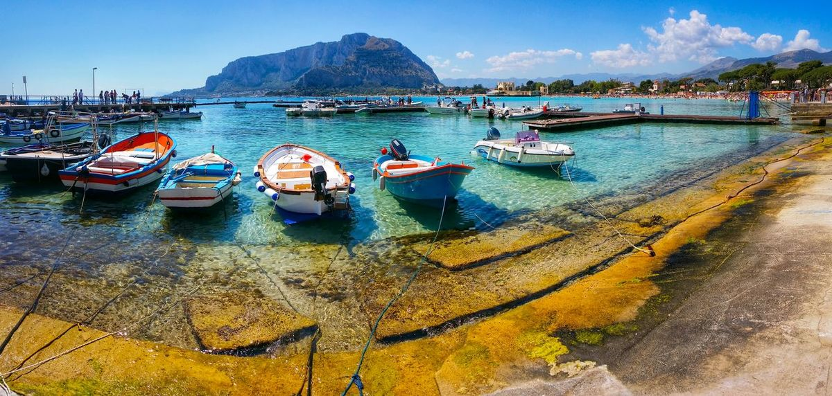 Mondello Palermo Sicily Italy Travel Photography Travel Voyage Traveling Mobile Photography Fine Art Backlight Panoramic Views Fishing Harbours Mobile Editing The Great Outdoors - 2016 EyeEm Awards The Essence Of Summer Captured With Handheld Samsung Galaxy Note 3 Giallo A Palermo Tutti I Particolari In Cronaca Palermo Mellow Yellow