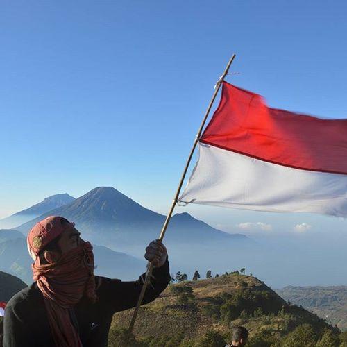 Kemerdekaan RI . . . . KemerdekaanEH Kemerdekaanindonesia 17agustus2015 Prau Vscocam INDONESIA Id_pendaki