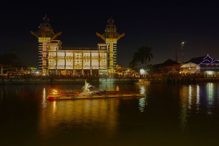 Menara Pandang Night Illuminated Architecture Water Built Structure Building Exterior Waterfront Reflection Outdoors Banjarmasin Borneo South Borneo Long Exposure Night Shot