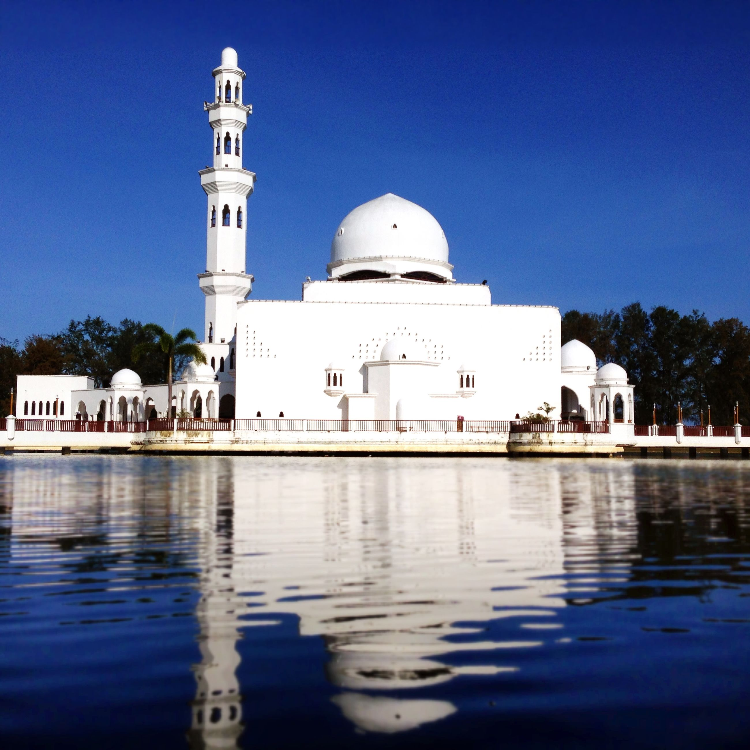 architecture, building exterior, built structure, religion, place of worship, water, clear sky, dome, church, spirituality, blue, waterfront, mosque, famous place, islam, travel destinations, reflection