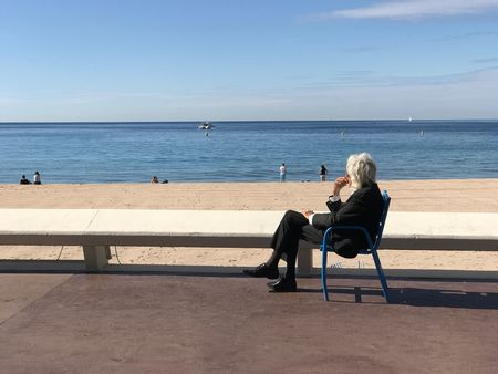 EyeEm Selects Homme vieux Water Beach old Sea mer Sitting Chair Horizon Over Water Day One Person white hair
