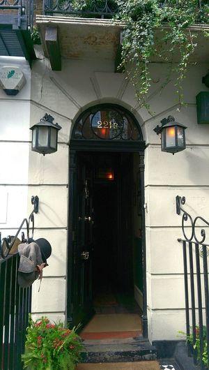 Come in Mr. Holmes is waiting Sherlockholmes Sherlocked Sherlockholmesmuseum 221b 221bbakerstreet Westminster Dr Watson Entrance Baker Street LONDON❤ Great Britain England🇬🇧