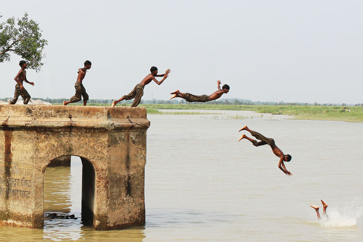 Enjoying Life Masti Children Ghat Jumping Shot Splashing Outdoors First Eyeem Photo Indianstreets Photographer Canonphotography Eye4photography  Streetphotography