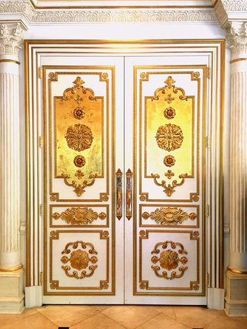 These stunning golden ornate doors capture the wonder of what lies beyond Ornate Carving - Craft Product Design Architectural Detail Closed Door Mystery Gold 43 Golden Moments Interior Design Interior Sophisticated Crown Molding Corinthian Columns