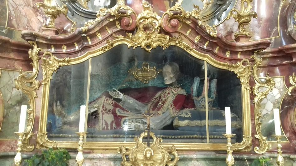 Ottobeuren Kloster Kloster Ottobeuren Epitaph Grabmal Vanitas TOD Leichnam Skelett Katholisch Catholic Barock Ornate Indoors  Gold Colored No People Architecture Statue Built Structure