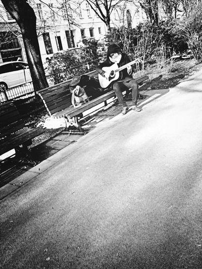 Playing Guitar Streetphoto_bw Eye 4 Music