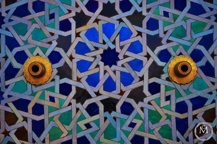 La couleur est plus forte que la langue. . . . . -- #ceramique#wall#colors#ceramics#ceramic#colors_reaction#picoftheday#followme#bleu#antique#vintage#old#moroccan#maroc#africa#gold#sweet#beauty#picture#photography#photographer#photographe#nikon#art
