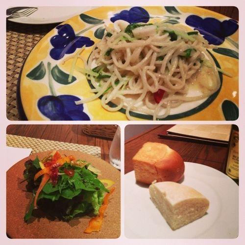 今日のランチは、イカと水菜とアンチョビのペペロンチーノ!(花枝、水菜和鯷魚的蒜辣橄欖油意大利麵)