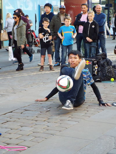 Entertainment Street Entertainment Street Entertainer Football Up Close Street Photography The Street Photographer - 2016 EyeEm Awards Football Fever Street Performance Street Performer