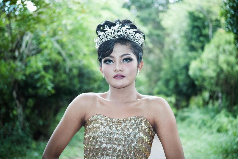Portrait of young woman wearing tiara