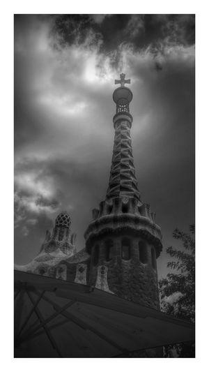 How We Build The World? Showcase March Gaudi Gaudì Architecture Work Barcelona Barcelona, Spain SPAIN Architecture Architecture_collection Building Built Structure Building Exterior Turist Packing My Suitcase Attractions Landmark Landmarks Landmarkbuildings Popular Popular Photos Monochrome Photography Black & White EyeEm Gallery Streetphotography Blackandwhite