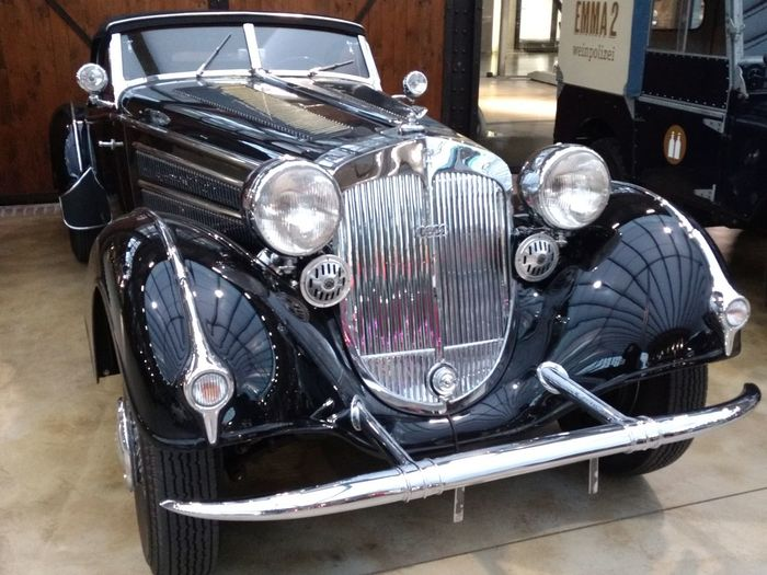 Horch in der Classic Remise Land Vehicle Retro Styled Old-fashioned Headlight Close-up Vintage Car Collector's Car