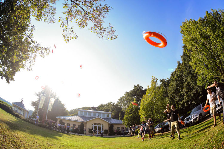 Rettungsring Clear Sky Countryside Day Flying Grass Grassy Green Green Color Lawn Lifering Mid-air Outdoors Park Park - Man Made Space Rettungsring Sky