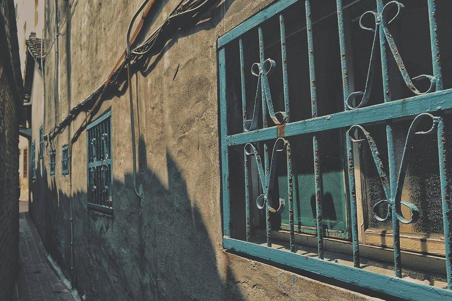 もういっちょ鹿港SUPER路地(^_^;) Old Town Old Street Alley No People Architecture Architectural Detail Window 窓萌 壁萌 Lifestyles From My Point Of View Urban Exploration Taking Photos Light And Shadow Nostalgia Streetphoto_color Street Photography Streetphotography EyeEm Best Shots - The Streets Eye4photography  EyeEm Best Shots Home Is Where The Art Is VSCO 專)yuna's 鹿港記錄 at 鹿港老街 in 彰化 zhang hua, Taiwan