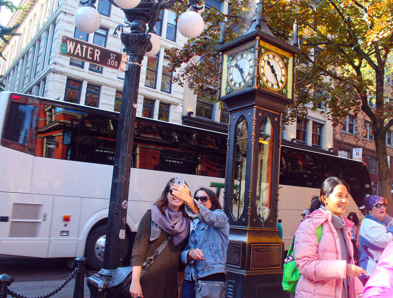 Pepole taking selfie with Gastown steam clock in background . Vancouver B.C. Canada Outdoors B.C. Vancouver Canada Taking Pictures Steam Clock Clock The Week On EyeEm
