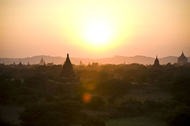 the valley of Bagan in Myanmar @sunshine Bagan Built Structure Check This Out First Eyeem Photo Hill Horizon Over Land Idyllic Landscape Majestic Mountain Mountain Range Myanmar Nature Non-urban Scene Orange Color Outdoors Remote Scenics Showcase June Sun Sunset Tourism Tranquil Scene Tranquility Travel Destinations The Great Outdoors - 2017 EyeEm Awards
