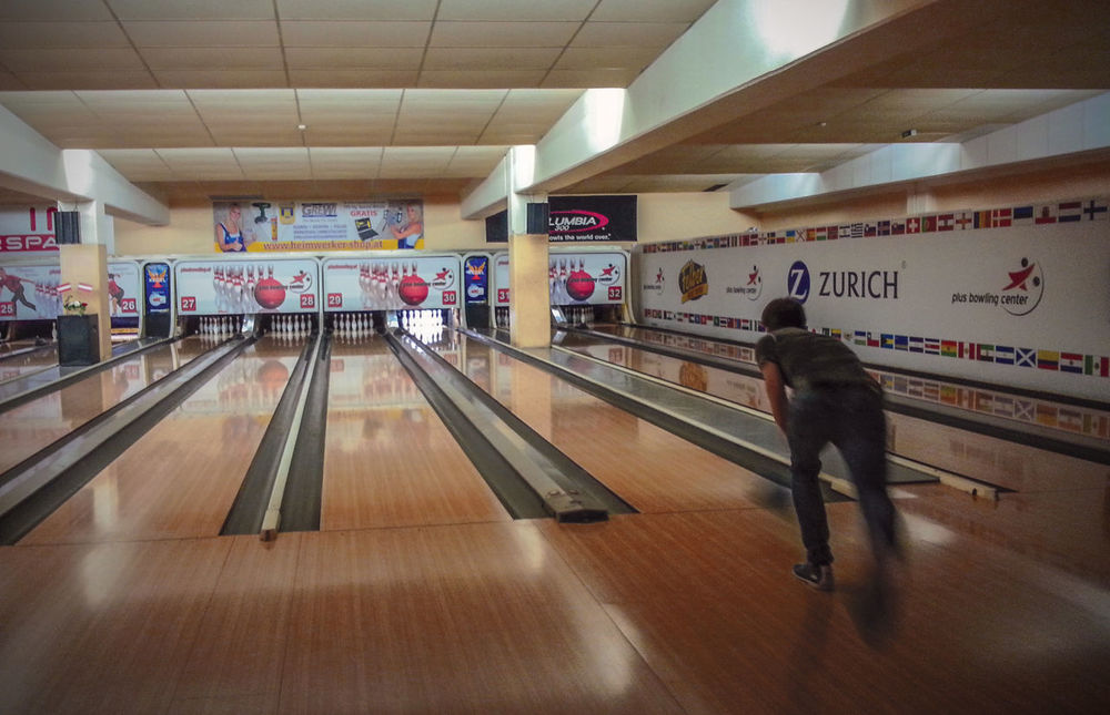 Blur Motion Bowling Bowling Alley Bowlingnight Es Ist So Dass Du Fehlst Friends Having A Good Time Having Fun With Friends Missing You Vienna You Should Be Here
