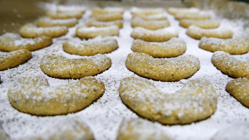 Ready to eat- homemade vanilla crescents Backplate Powdered Sugar Christmas Cookies Abandance Screen Ready-to-eat Food Sweet Food EyeEm Gallery Eyem Gallery Large Group Of Objects Cookies Decoration Selective Focus Homemade Cookies Freshness Delicious Cookies Close-up Vanilla Crescents Christmas Time Macro Handmade For You