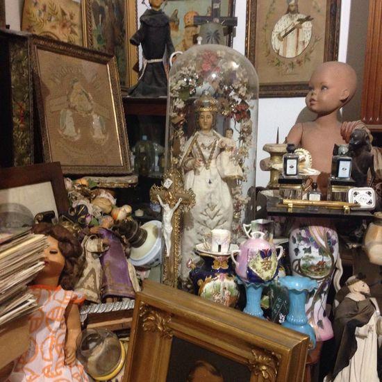 Fleamarket Junkshop Vintage Shopping Antiques Bric à Brac Clutter Old Doll Ornaments Curiosities Shopping