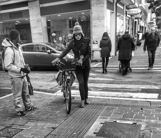 Capturing life Streetphotography Street Photography Streetphoto_bw Street Blackandwhite Blackandwhite Photography Black And White