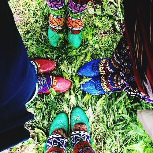 Çoraplar ve lastiklerimiz çok şekil 😂 Karadeniz Rize Ayder Ayder Yaylası Lastik Corap Yeşil Doğa Memleket Fotografia Benimkadrajim Benimgözümden Nature Nature Photography