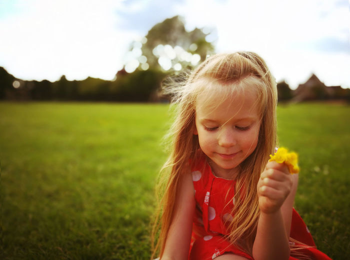 Casual Clothing Childhood Cute Day Enjoyment Field Focus On Foreground Fun Girls Grass Grassy Green Color Happiness Headshot Innocence Leisure Activity Lifestyles Nature Outdoors P9 Huawei Person Portrait Sky Smiling The Portraitist - 2016 EyeEm Awards