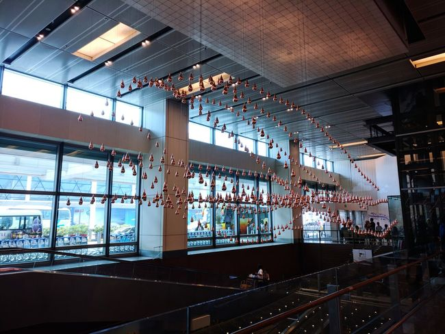 Waves Changi Airport Singapore Decorations 🎭 EyeEm Nature Lover Livelihood Loneliness EyeEm Selects Built Structure Architecture Indoors  Day Bridge - Man Made Structure No People City Water