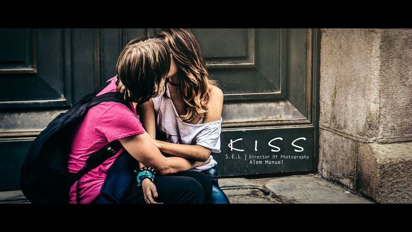 #alemmanuel #cinematic #kiss #madrid #spain #streetphotography #youth Casual Clothing Lifestyles Portrait Real People Young Adult Young Women