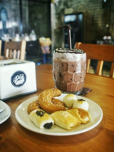 Tubtieng Old Town Cafe&bistro Ice Chocolate Baking Local Bakery Enjoying Life In The Cafe Delicious