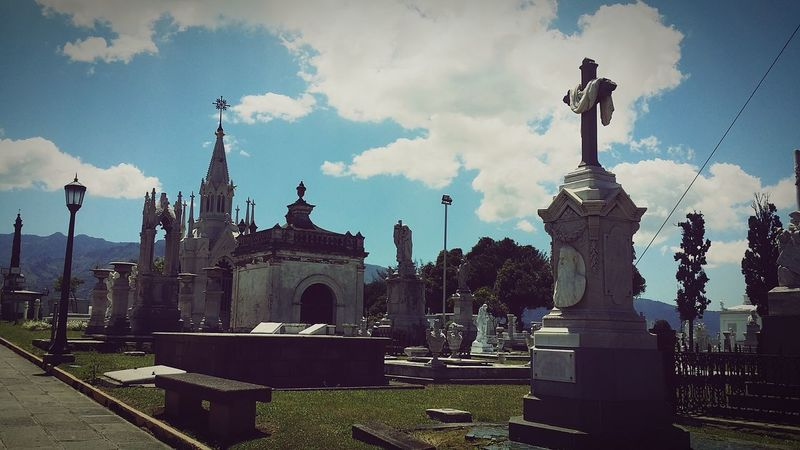 la última estación #cementerio. #life #goodbye #home #heaven # Sad #partida #cementery #art Travel Destinations Outdoors Memorial Cloud - Sky Statue No People Day Architecture Urban Skyline Cityscape Sky