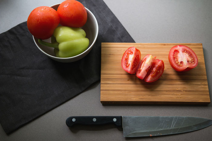 Bowl Chopping Board Cooking Cutting Cutting Board Cutting Vegetables Food Healthy Eating Healthy Food High Angle View Kitchen Knife Making Food Making Salad Paprika Paprika, Red, Green, Vegetable, Chilli, Preparation  Salad SLICE Still Life Summer Food Table Tomato Tomato Salad Vegetable Vegetables