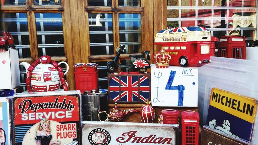 On sale London Uk Notting Hill Zoom Sightseeing Spot Travel Destinations Tourism Souvenir Kitsch Centered Perspective Flea Market Bric-a-brac Market Store Red Full Frame Text Consumerism Market Business Finance And Industry Close-up For Sale Display Window Display Various Retail Display Shop Market Stall Variety Collection Price Tag