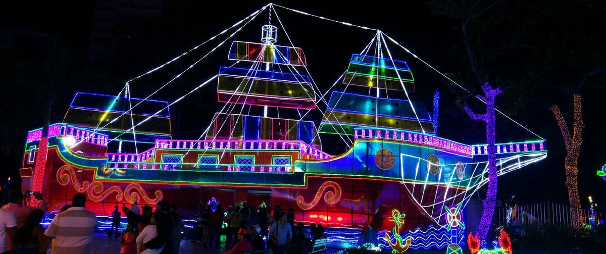 Xmas Decorations Boat Colour Of Life Check This Out Santo Domingo Dominican Republic Nightphotography Xmas Holiday Tb City Lights