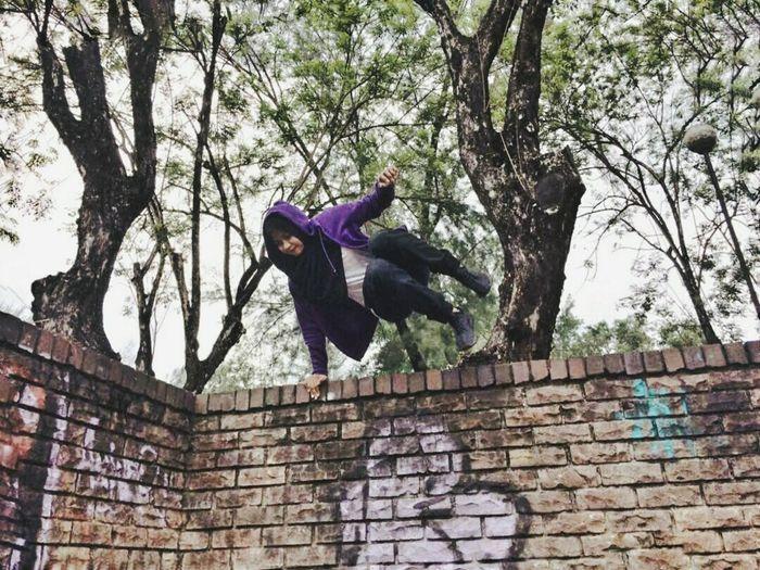 Parkourgirl Brick Wall Outdoors Freerunning Parkour Parkour Training Shahalam SelangorDahrulEhsan AnakPenang Aisyahalim
