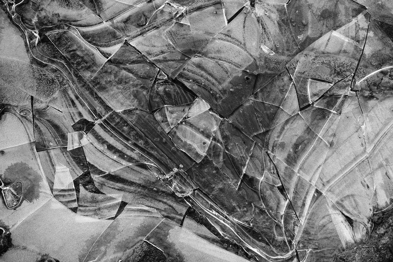 FULL FRAME SHOT OF GLASS PATTERN