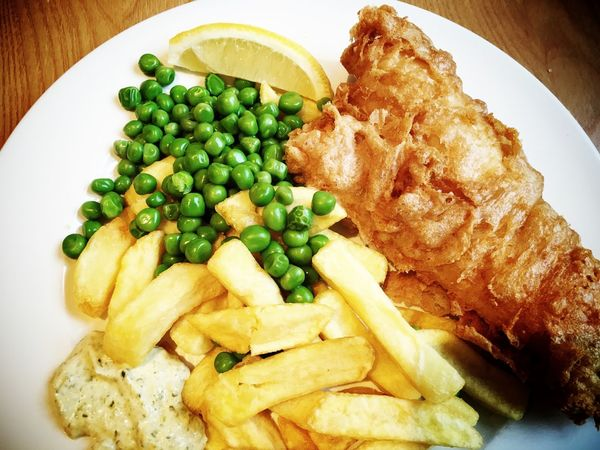 Fish and chips and ultra green peas London Uk Food Fishandchips Fish Battered Cod Friedfish Haddock Peas English English Food Potato Frenchfries Close-up Close Up Foodporn Foodphotography Foodie