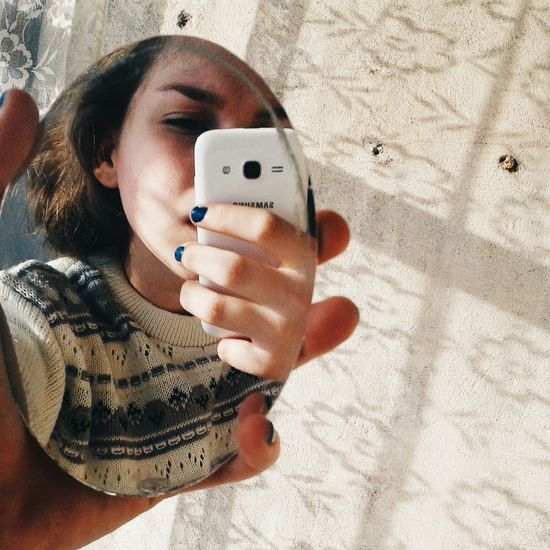 я Я русалка волосы радости сонце вечер зеркало телефон узор свитер